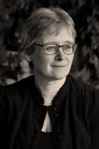 Portrait of the author Tracey Mathias